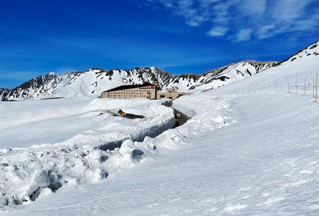立山黒部アルペンルート「雪の大谷」のパノラマロード
