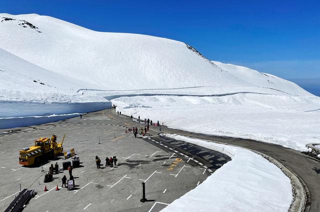 立山黒部アルペンルート「雪の大谷」の全体写真