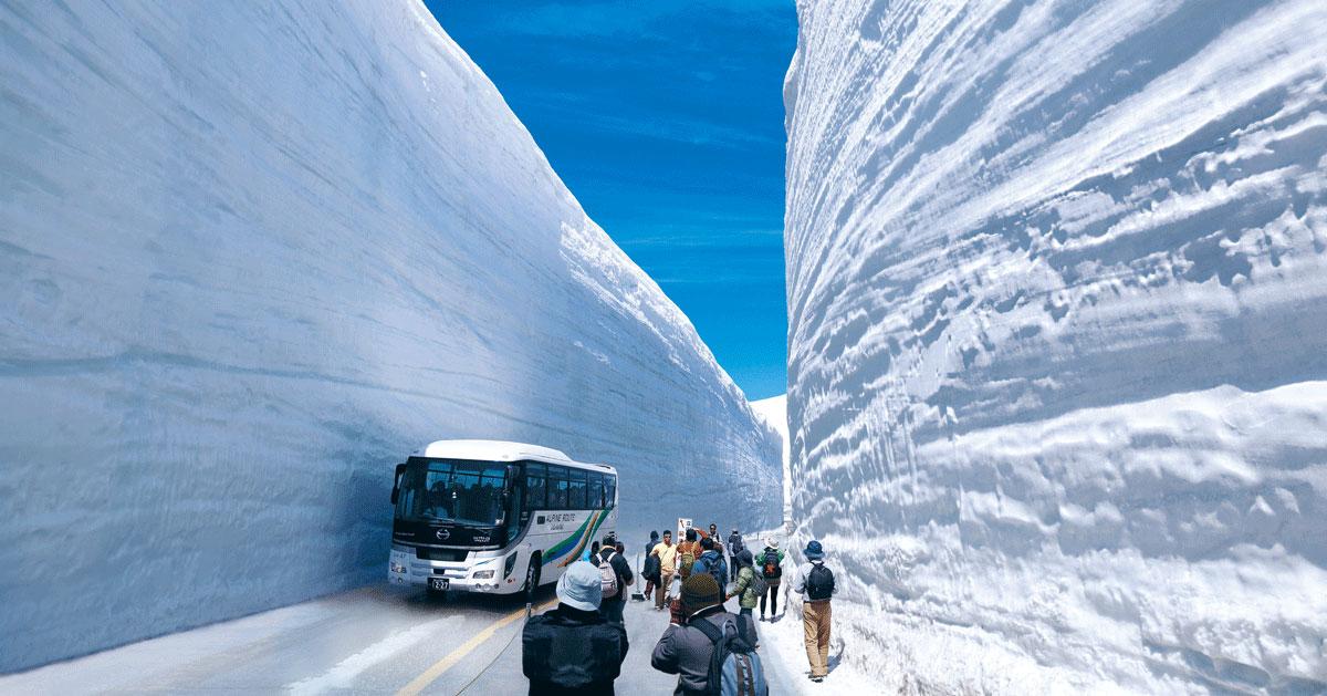人気観光スポット20mの雪の壁「立山・雪の大谷」の絶景