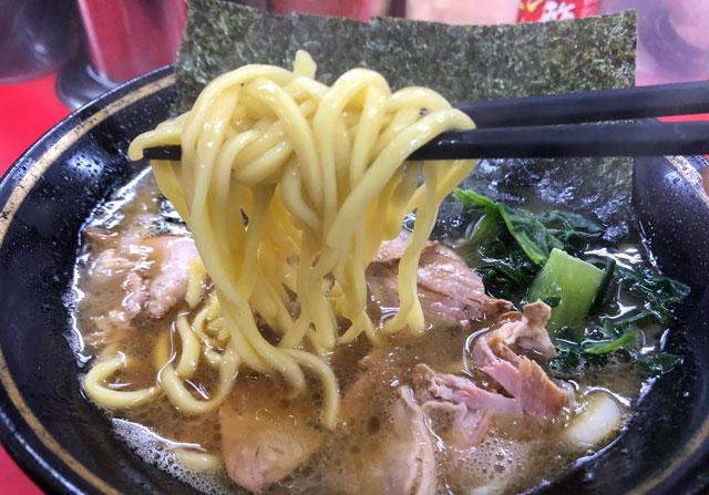 魚津市の有名家系ラーメン「はじめ家」の麺