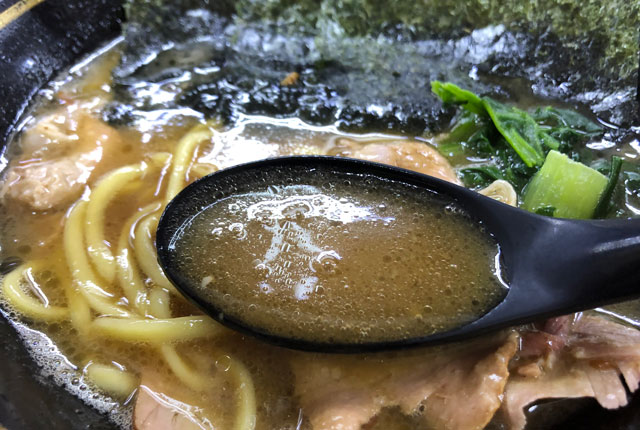 魚津市の有名家系ラーメン「はじめ家」のスープ