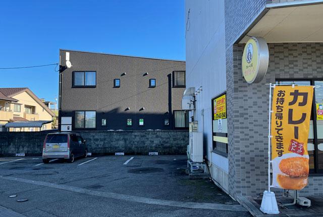 富山市五福のカレーの店 カリカットの駐車場1
