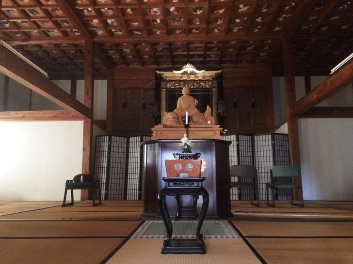 富山市蜷川の最勝寺の堂内