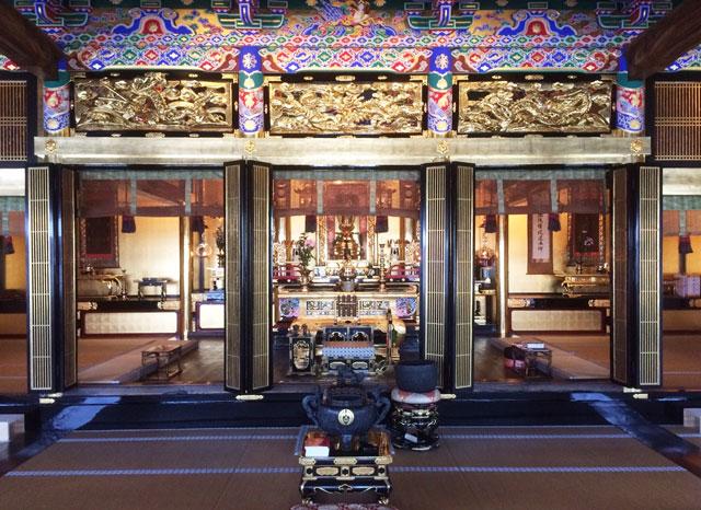 越中八尾の専能寺(せんのっさま)の輪島塗と金箔