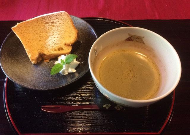 越中八尾ベースOYATSUの自家製ふんわりシフォンケーキ+お好きなドリンク