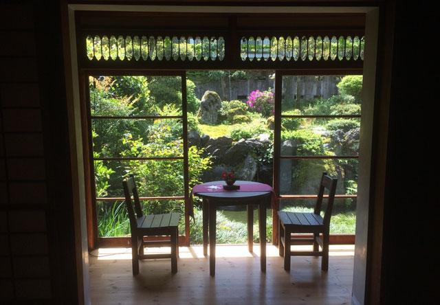 越中八尾ベースOYATSUの庭の景色