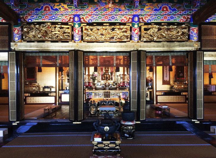 八尾の専能寺(せんのっさま)の輪島塗と金箔