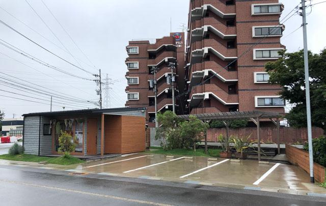 「天然氷ハナ」城川原のオシャレ過ぎるカキ氷屋の駐車場