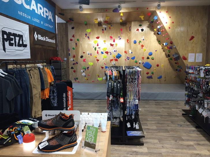 婦中町の登山・アウトドア用品のオクトス富山店のボルダリング