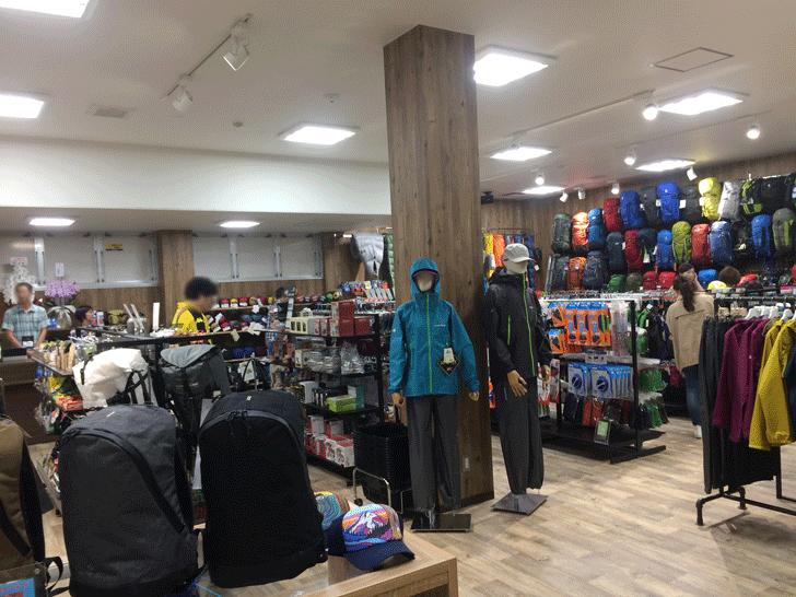 婦中町の登山・アウトドア用品のオクトス富山店の様子