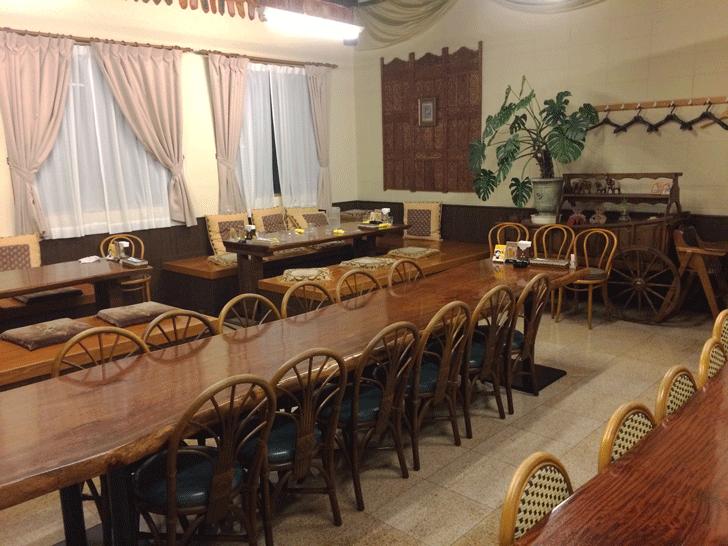 富山駅前インド料理サントシの店内(大部屋)