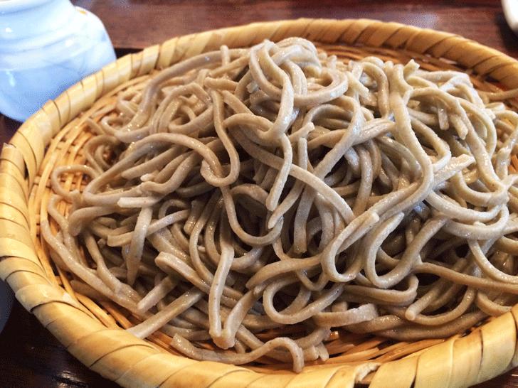 手打ちそば富山達磨(だるま)の田舎蕎麦大盛り