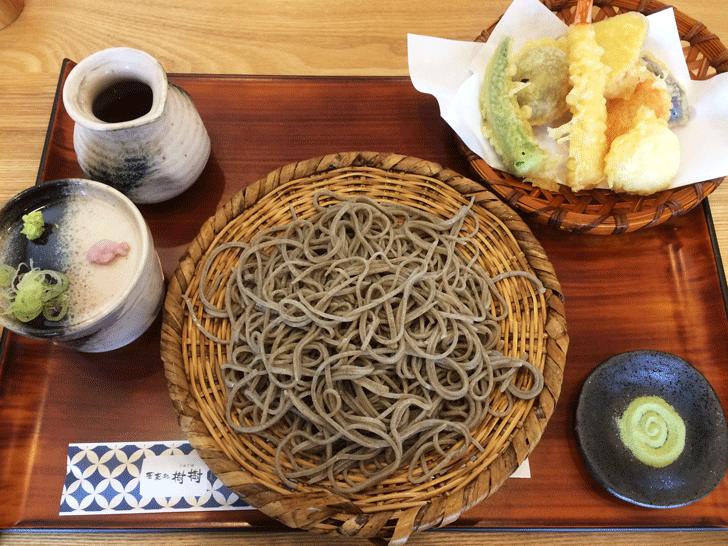 富山市古沢の「そば処 樹樹」の天ぷらそば全体写真