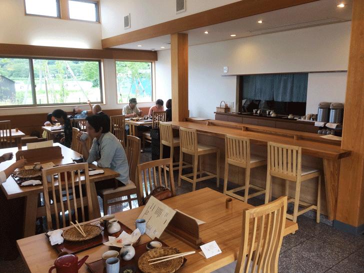 富山市古沢の「そば処 樹樹」の店内