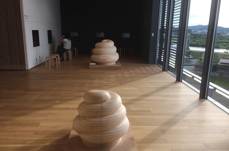 富山県美術館3Fの映像コーナー
