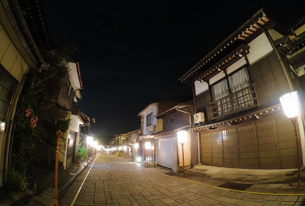 おわら風の盆、諏訪町の日本の道百選通りの夜景
