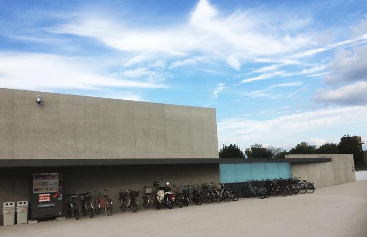 富山県美術館の駐輪場
