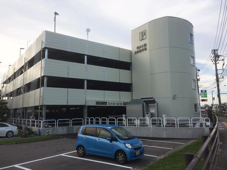 富山県美術館の離れた駐車場