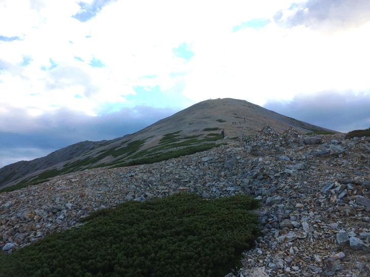 富山県の百名山薬師岳の山頂までの登り