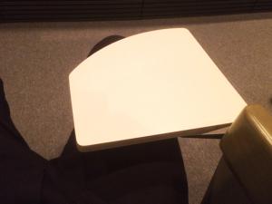 オーバードホールのシアターの机