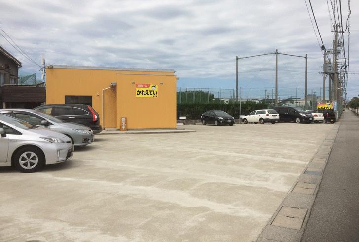 富山市五福の老舗カレー屋「かれえてい 本店」の駐車場