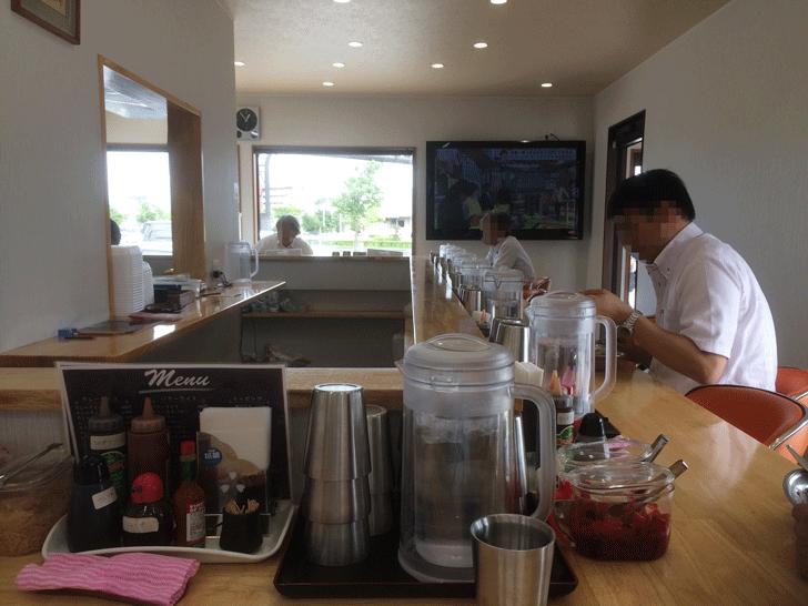 富山市五福の老舗カレー屋「かれえてい 本店」の店内
