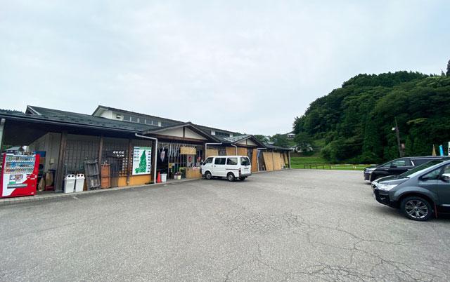 富山市山田農林産物処理加工直販施設、ふれあい青空市「やまだの案山子」の駐車場