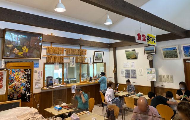 富山市山田農林産物処理加工直販施設、ふれあい青空市「やまだの案山子」の手打ちそば「おんもり庵」、コロナ対策ようの仕切り