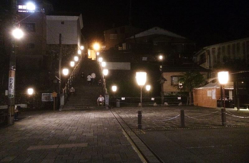 深夜の越中八尾おわら風の盆のおたや階段