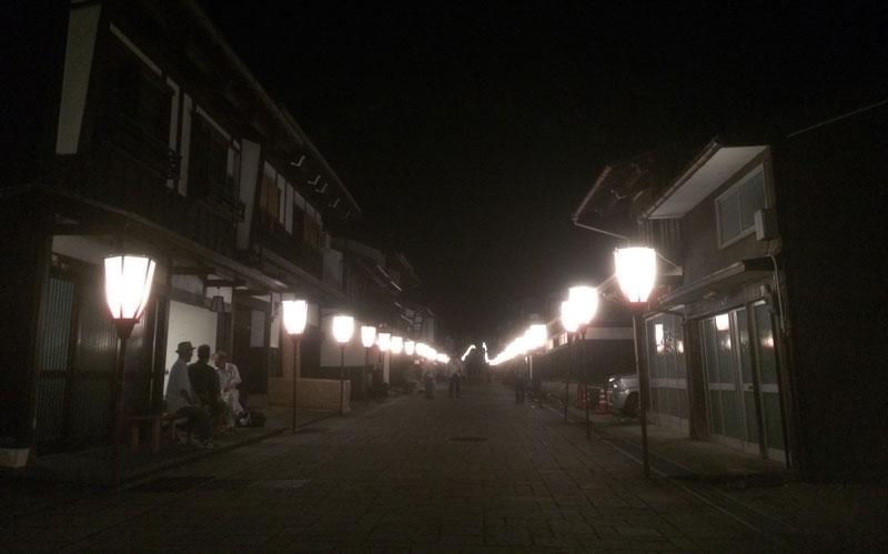 深夜の越中八尾おわら風の盆の諏訪町日本の道100選通りの光景
