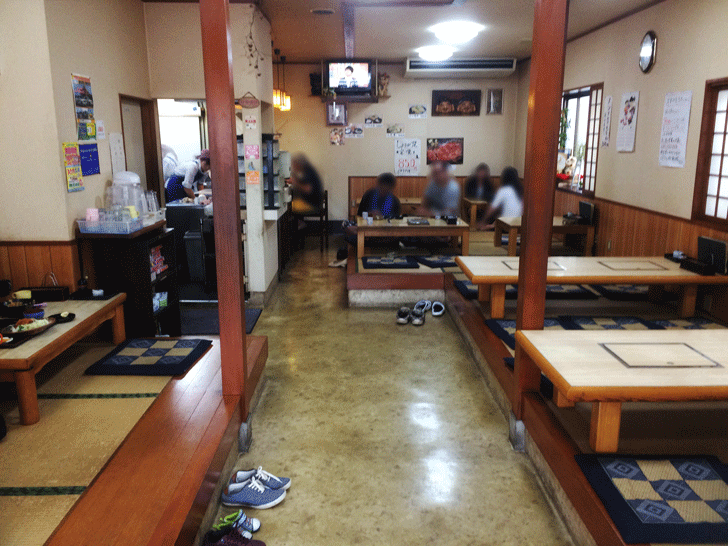 小杉の不二屋食堂の店内