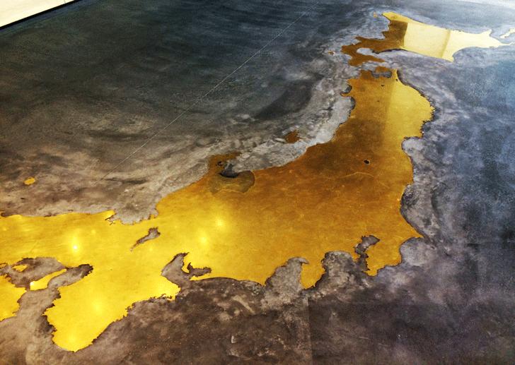 富山の産業観光施設、高岡の能作新社屋のTOYAMA DOORS(富山の観光案内)の真鍮製日本地図