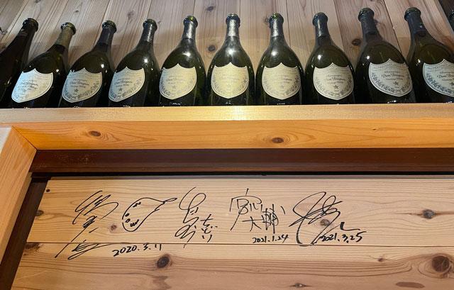 富山県氷見市ミシュランビブグルマンのラーメン屋「貪瞋痴(とんじんち)」の有名人のサイン