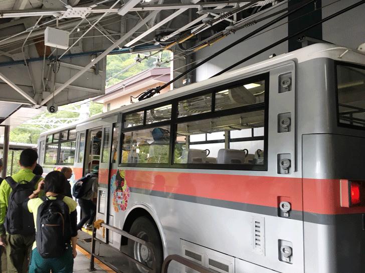 日本唯一!長野から黒部ダムへのトロリーバス