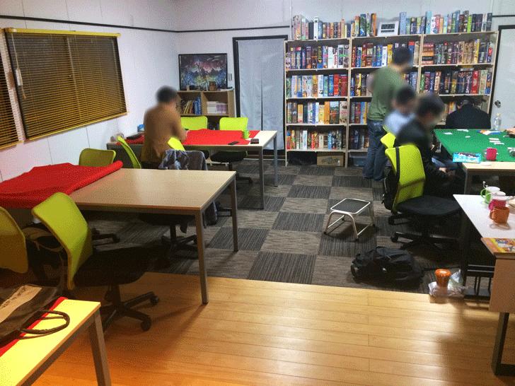 富山市金泉寺のボードゲームスペース「アソビバriddloop」の店内