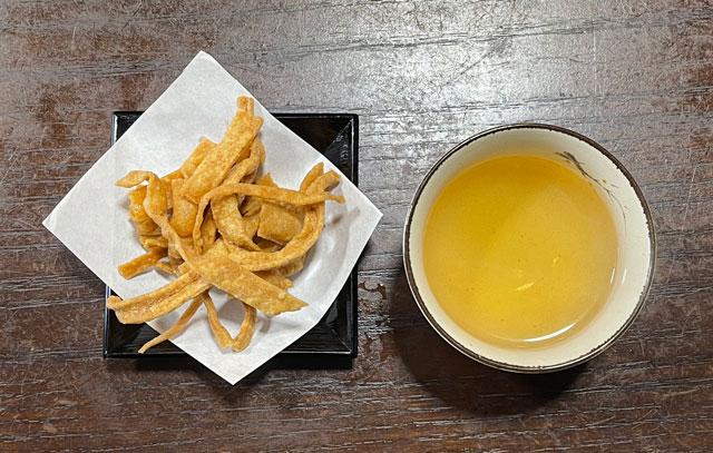 南砺市井波の蕎麦屋「茶ぼ〜ず」の蕎麦茶とそばスナック