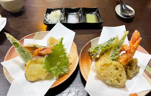 南砺市井波の蕎麦屋「茶ぼ〜ず」の海老天そばと天ぷら蕎麦の比較
