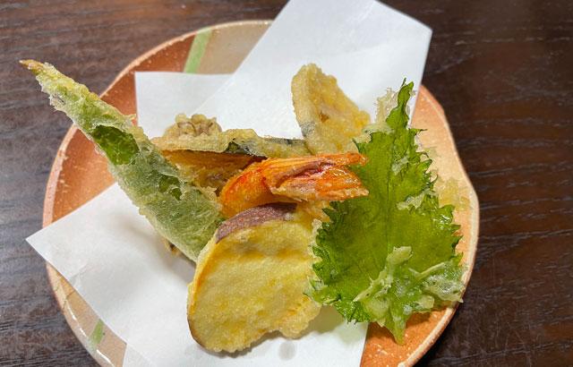 南砺市井波の蕎麦屋「茶ぼ〜ず」の天ぷら蕎麦の天婦羅