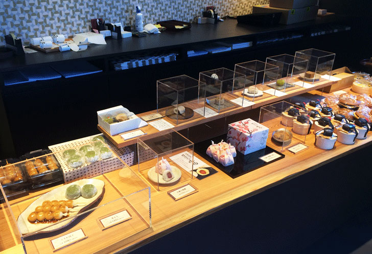 いちご大福で有名な富山の和菓子屋「引網香月堂古沢本店」の商品ラインナップ1