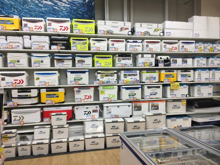 リニューアルオープンした上州屋富山空港通り店の店内のクーラーボックス売り場
