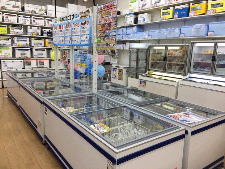 リニューアルオープンした上州屋富山空港通り店の店内の冷凍のエサ売り場