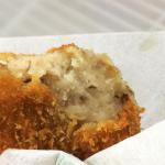「肉の神戸屋 神明店」の揚げたて涙コロッケ
