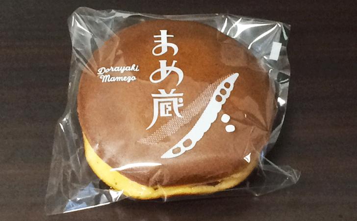 いちご大福で有名な富山の和菓子屋「引網香月堂古沢本店」のどら焼き「まめ蔵」のパッケージ