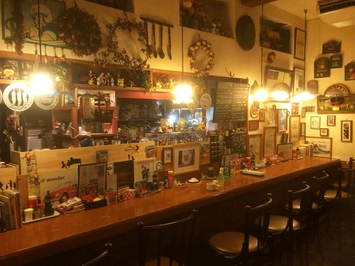 秋吉の老舗洋食屋「近代食堂もりの屋(MORINOYA)」のカウンター席