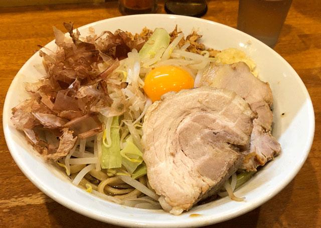 富山大学前の麺屋豚道場(ぶたどうじょう)のまぜそば