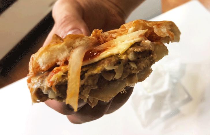 ドライブイン頼成山の北陸唯一のハンバーガー自販機のチーズバーガーの中身