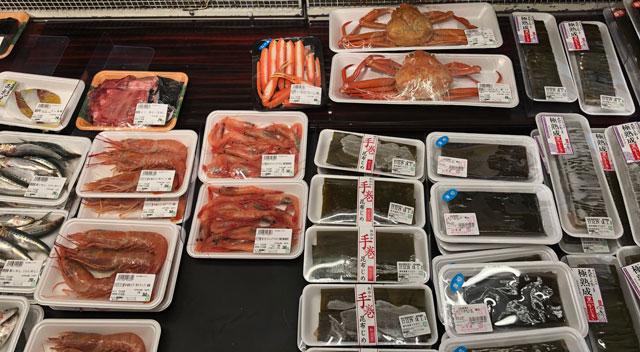 JR富山駅すぐにあるエスタ電鉄富山駅のスーパーマーケット「アルビス エスタ店」の富山土産「ズワイガニ」など