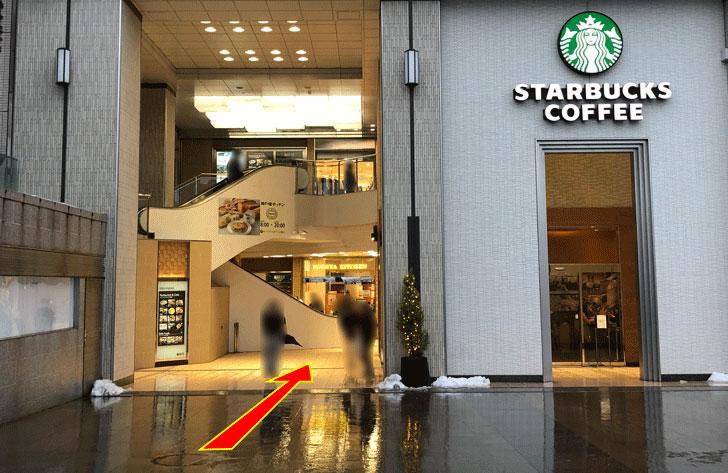 JR富山駅すぐにあるエスタ電鉄富山駅のスーパーアルビスの場所
