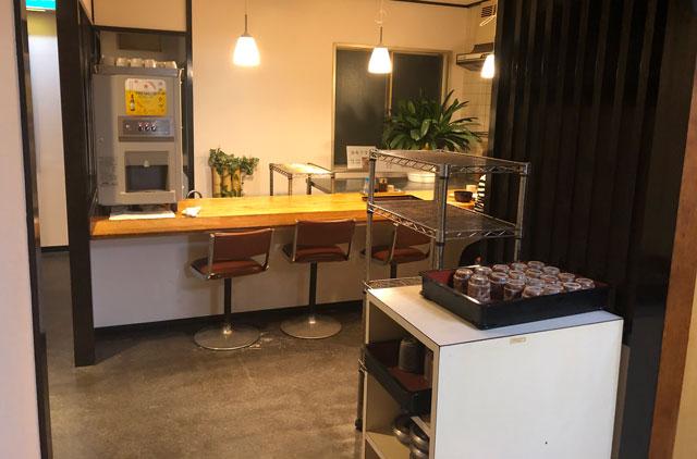 富山市石金にあるコスパ満点の洋食屋「グリル不二軒」の2階のカウンター席