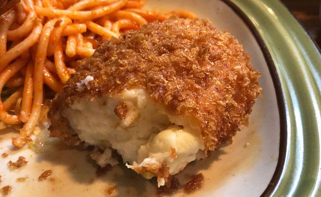 富山市石金にあるコスパ満点の洋食屋「グリル不二軒」のミックスフライ定食のクリームコロッケ